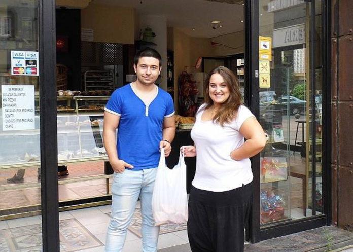 Aintzane y Sergio en su panadería Politxe