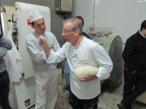José Ruíz en el Taller de masas madre y panes especiales de Revista La Tahona con sus alumnos