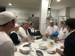 Momento del Primer curso de pastelería de Revista La Tahona