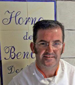 Roberto Ríos de Benalup y su pan de centeno tradicional