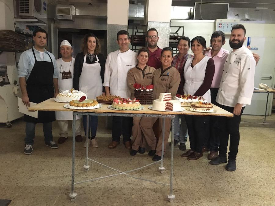 Curso de tartas con Joaquín Roldán. Foto de asistentes y tartas realizadas