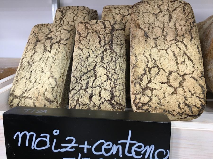 Inauguración de La Tahona del artesano en San Fernando - Pan maiz centeno