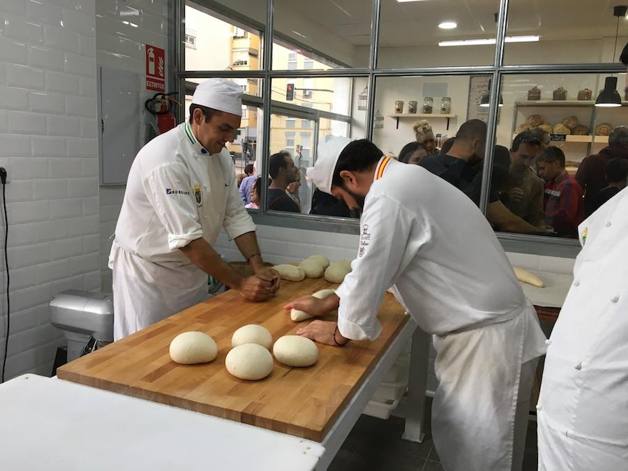Inauguración de La Tahona del artesano en San Fernando - Mario y David