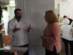 Curso de pastelería de Navidad en Motril - La alcaldesa, Flor Almón, visita el curso