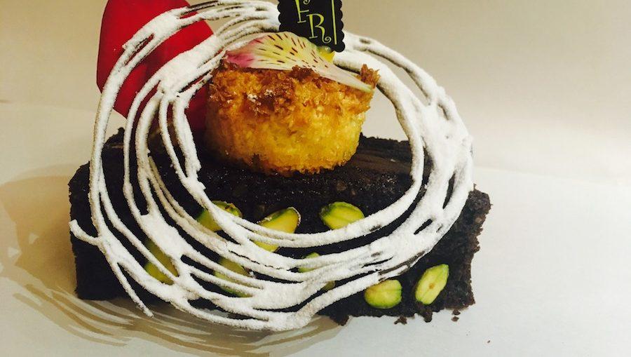 Receta de Brownie de chocolate, pistacho y crujiente de coco