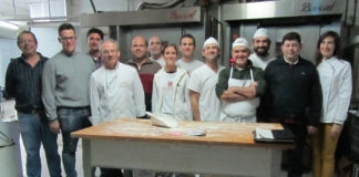 Los alumnos y el profesor de los cursos de panadería de Revista La Tahona