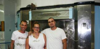 Florencio Villegas, con Pili y Rafa, el alma de Panadería La Tradición