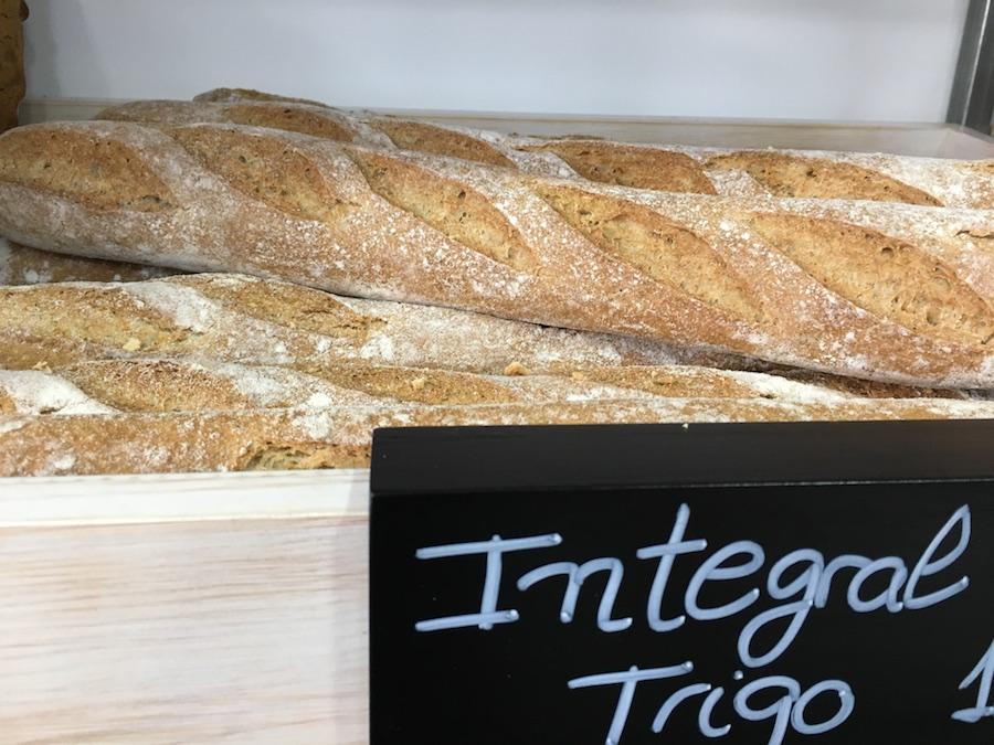 Inauguración de La Tahona del artesano en San Fernando - Pan integral trigo
