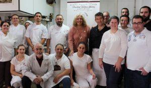 Curso de pastelería de Navidad en Motril - el Grupo y la alcaldesa