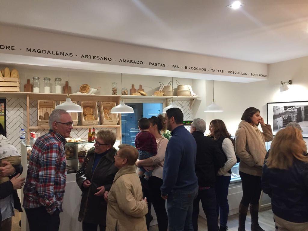 Panadería Pastelería Alcolado inauguración - asistentes