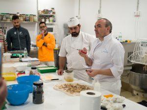 Panes gallegos de Juan Luis Estévez - haciendo pizza