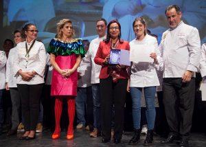 PASTELERÍA PROFESIONAL - 2 PREMIO Carla Peyron Profesora de la Escuela de Hostelería y Turismo La Flora de Burgos